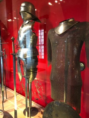 An armor usually weights between 20-25 kilos!